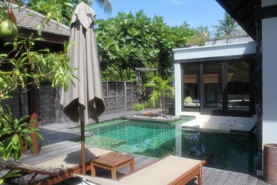 Anantara Mai Khao Phuket Villas: Pool, sun deck