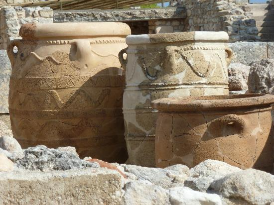 The Palace of Knossos: Urns