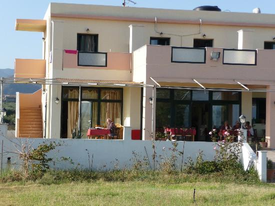 Girogiali: Frühstück auf der Terrasse 