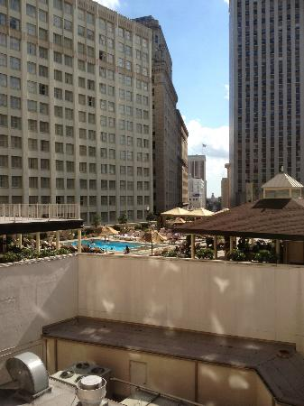 The Roosevelt New Orleans, A Waldorf Astoria Hotel: View out to the pool from suite