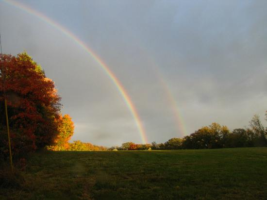Rim Rock's Dogwood Cabins: Double Rainbow at Coyote Hollow