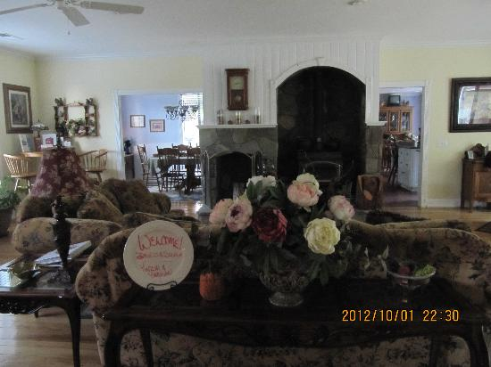 ‪‪Serendipity Ranch Bed and Breakfast‬: living room