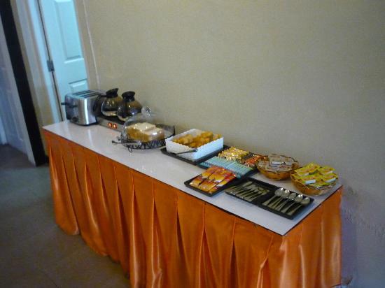 Orange Tree House: Simple Breakfast