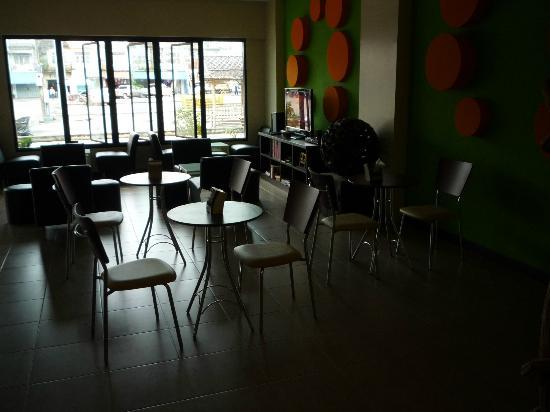 Orange Tree House: Seating area for breakfast