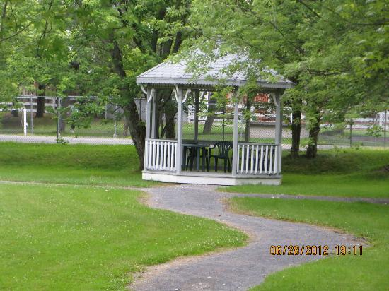 Colonial Resort & Spa: outdoor gazebo