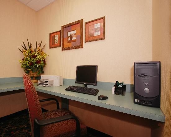 Quality Inn & Suites: Business Center