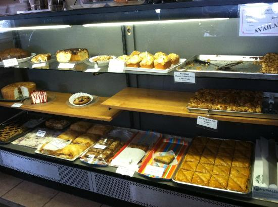Flagler Beach, Floryda: A wide selection of freshly baked delicacies.