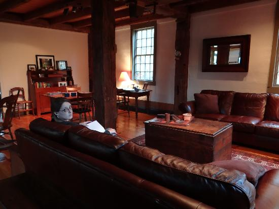 Grist Mill House: Living Room area