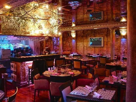 Cambodgiana : Une vue du restaurant la nuit