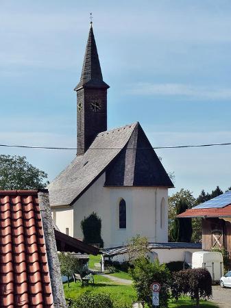 Alpenhof Hotel Restaurant: Dorfkirche