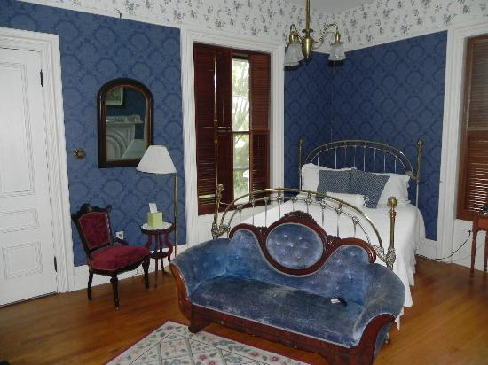 Proctor Mansion Inn: The Blue room