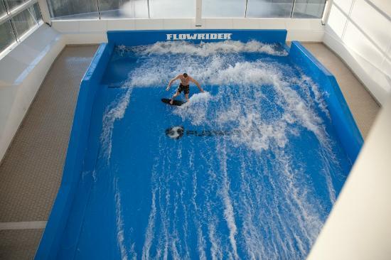 L\'unico surf indoor in Italia - Foto di Bellavita, Spinetta ...