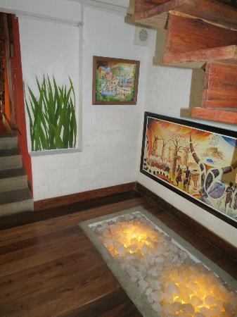 Rova Hotel : Artwork in passage