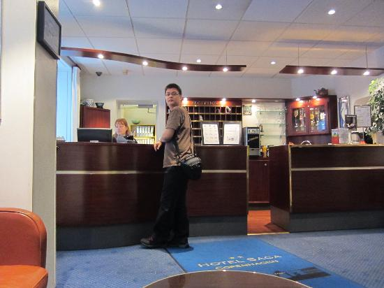 Saga Hotel: Front lobby