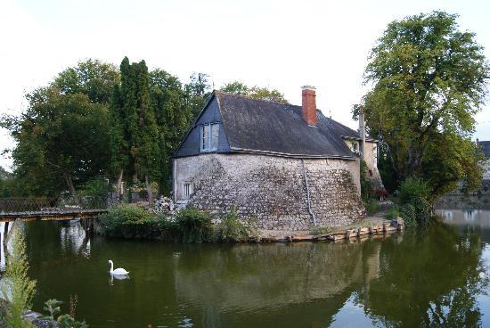 Les Douves D'onzain: The moat