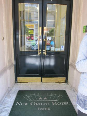 New Orient Hotel: doorway