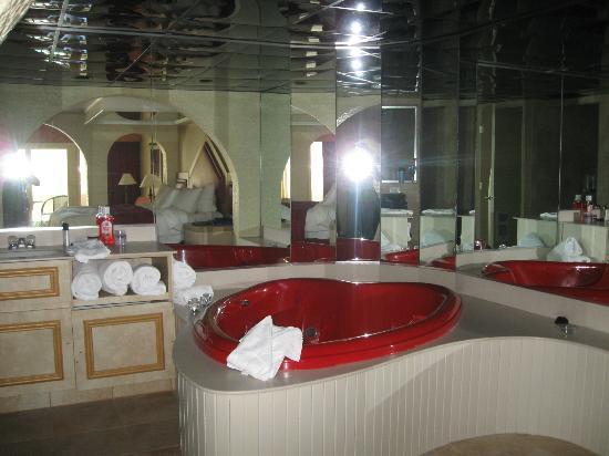 Paradise Stream Resort: Hot tub area