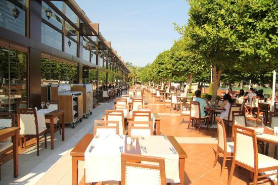 Amara Dolce Vita Luxury: restaurant garden