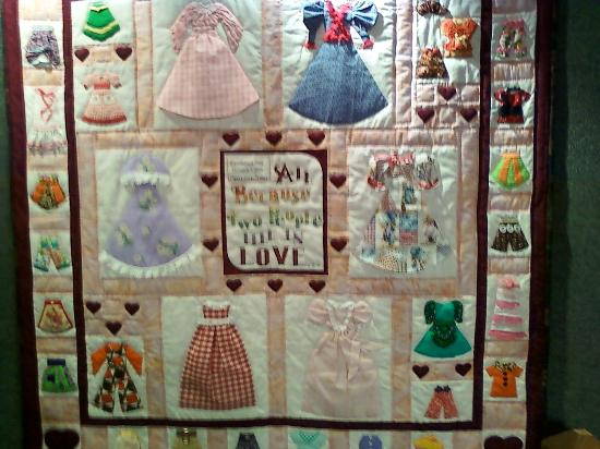 Frontier Homestead State Park Museum : Family history quilt