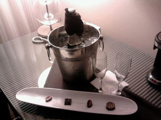 Hyatt Regency Milwaukee: our champagne and truffles upon arrival