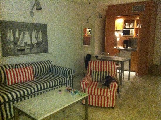 Marina Suites: Standard Suite Floor 3 - very spacious!