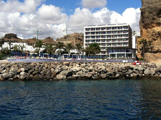 Marina Suites: Rear of hotel from boat