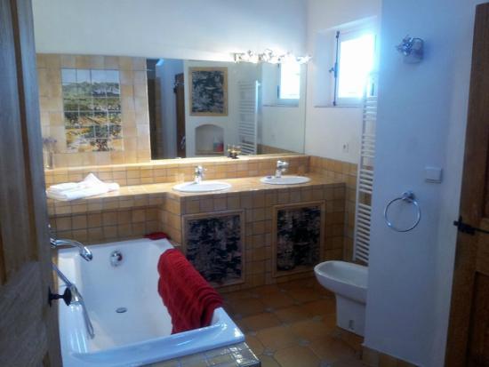 Mas Saint Michel: Bathroom