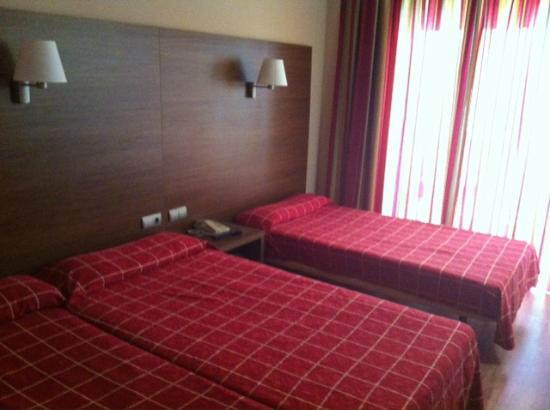 Hotel Oasis Park: habitacion