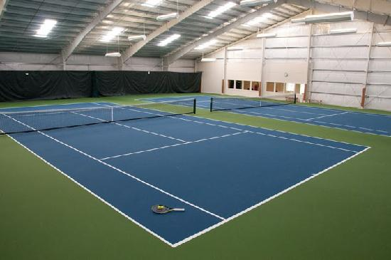 Lighthouse Oceanfront Resort: Indoor Tennis Facility