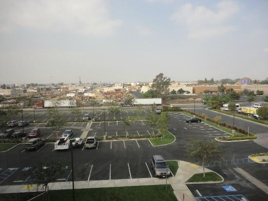 Holiday Inn Hotel & Suites Bakersfield: Front view from hotel