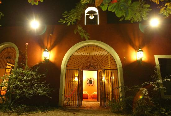 Hacienda Santa Cruz: master entrance viw