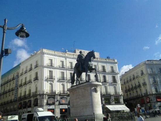Puerta del sol fountain picture of puerta del sol for Puerta 8 bernabeu