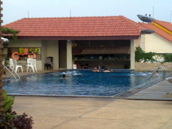 Intimate Hotel Pattaya: Top roof swimming pool