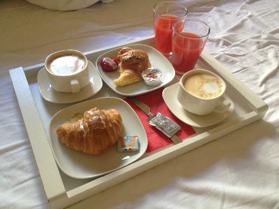 Deseo Home: Breakfast