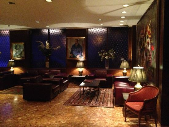Hotel Holt: Elegant and cozy lobby