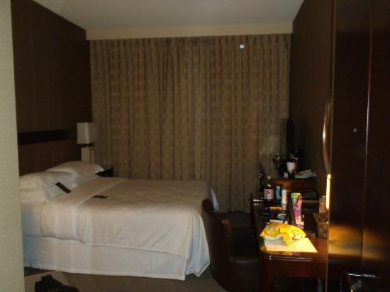 Sheraton Cavalier Saskatoon Hotel: Room