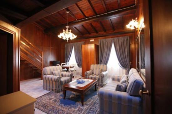 """Villa La Fornacina: Suite Berlioz """" salone"""""""