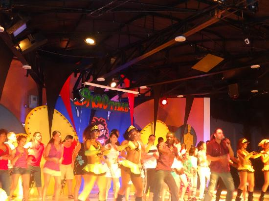 Hotel Arena Blanca: show