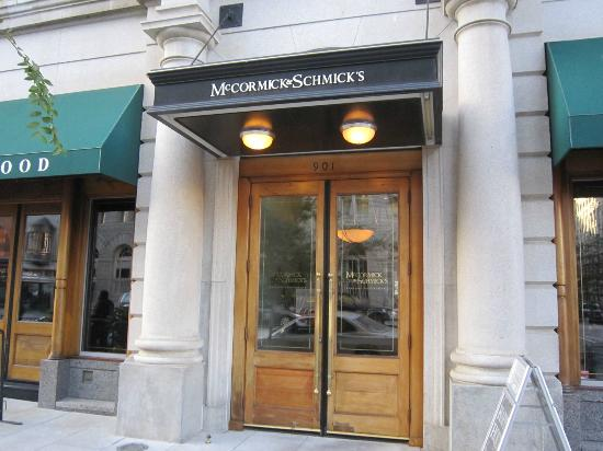 McCormick & Schmick's Seafood: front door