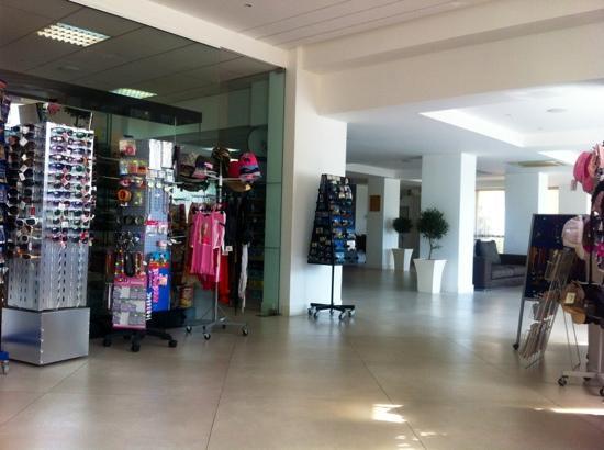 Christofinia Hotel: Hotellobby mit Shop