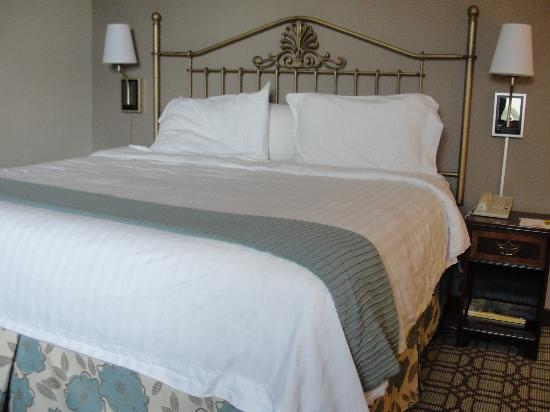 Courtyard Savannah Downtown/Historic District: King Bed - quite comfortable!