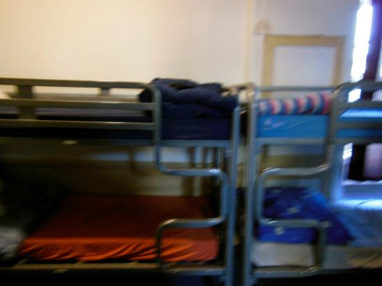 Bath Backpackers Hostel: DONT EVEN GIVE YOU A TOP SHEET