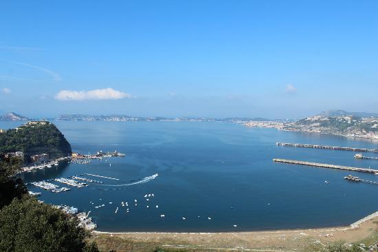 Parco Virgiliano: vista lato golfo di Pozzuoli con Nisida sulla sinistra