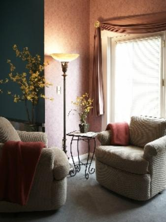 Whispering Pines Bed and Breakfast: Magnolia Room
