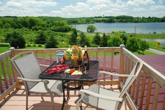 Whispering Pines Bed and Breakfast: Lily Pond Balcony
