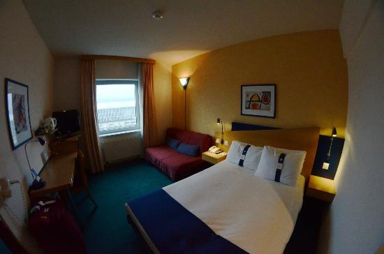Holiday Inn Express Geneva Airport: our room
