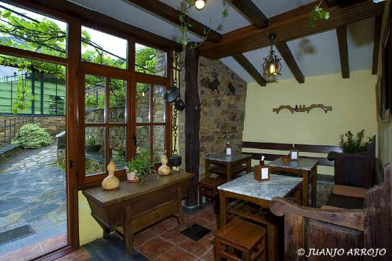 Restaurante Casa Pedro: Terraza cubierta