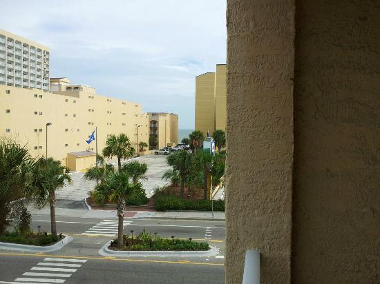 Sea Mist Oceanfront Resort: This is NOT ocean front, but ocean view 1 street back. Still easy access to beach.