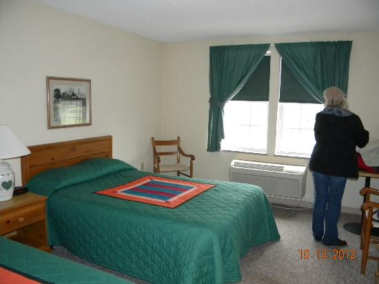 The Inn at Amish Acres: Our room