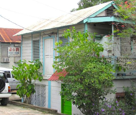 J & R Guest House: View from the street